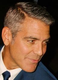 george clooney implante cabello