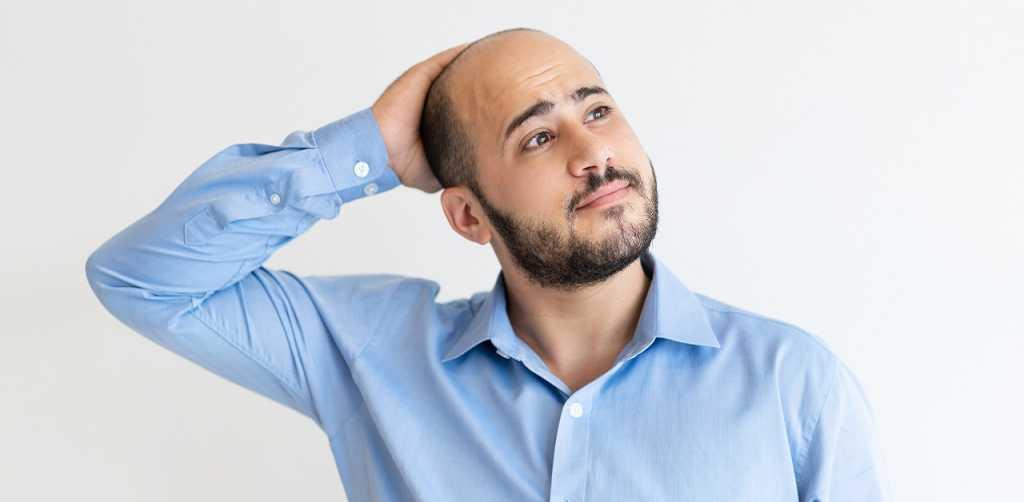 Límite de edad para un implante capilar